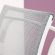 Biały stelaż fotela.